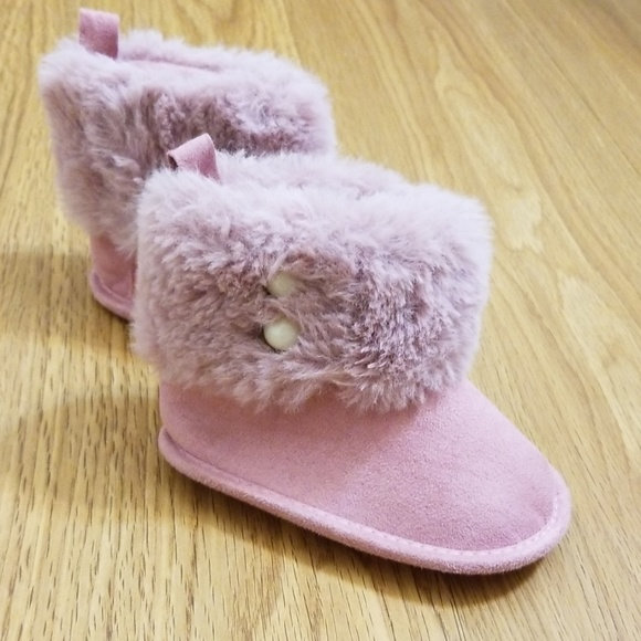 29b85f18a25 Fuzzy Light Magenta Toddler boots Size 3